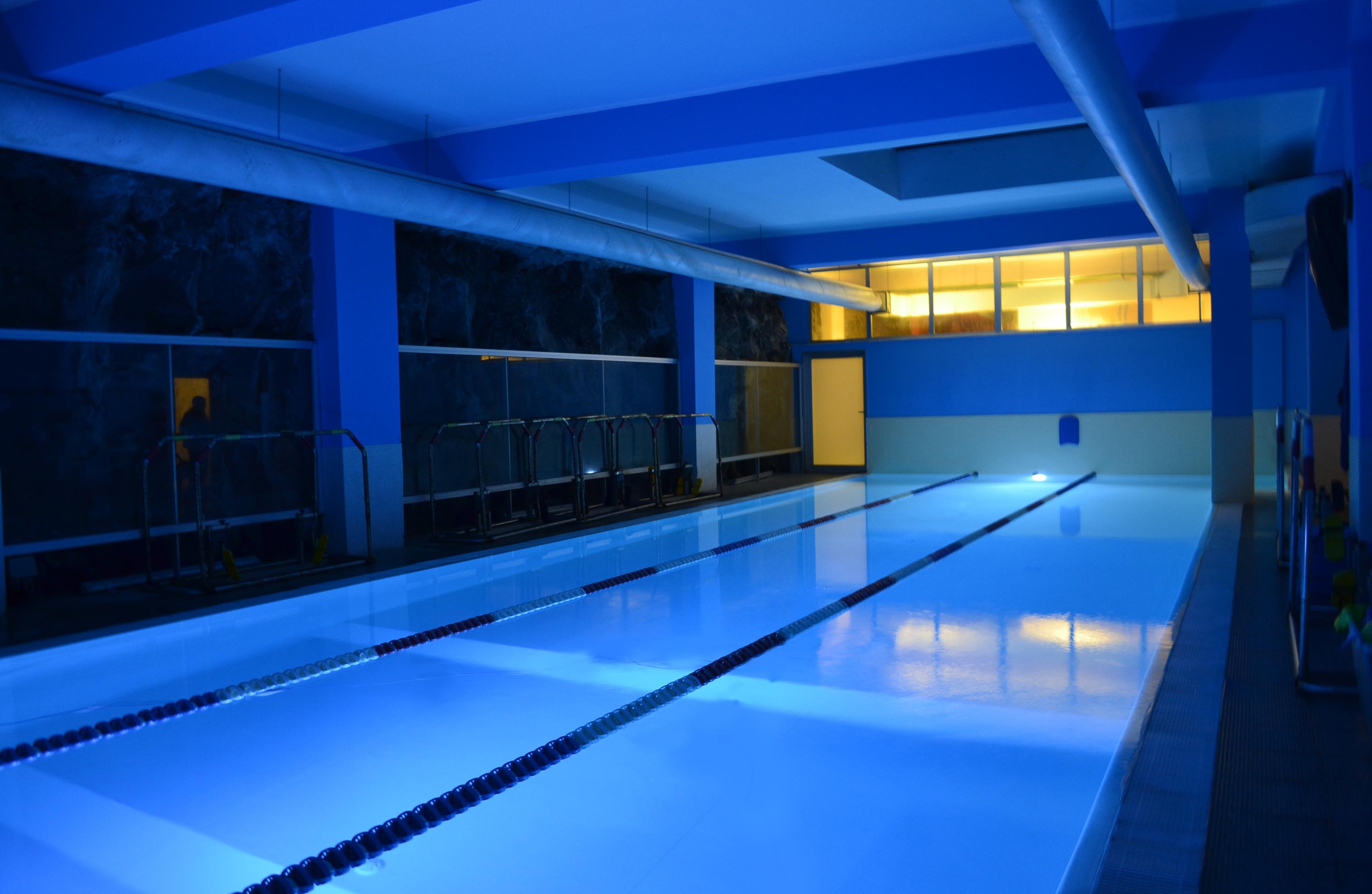 Centro benessere acquaplanet centro benessere acquaplanet - Palestra con piscina ...